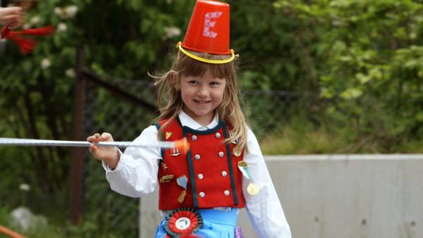 Der Sommer hält viele neue Erlebnisse für Elsa bereit. Die Fünfjährige erlebt gemeinsam mit ihrer älteren Schwester Agnes alltägliche Abenteuer.   Rechte: KiKA/NRK/Christine Heitmann