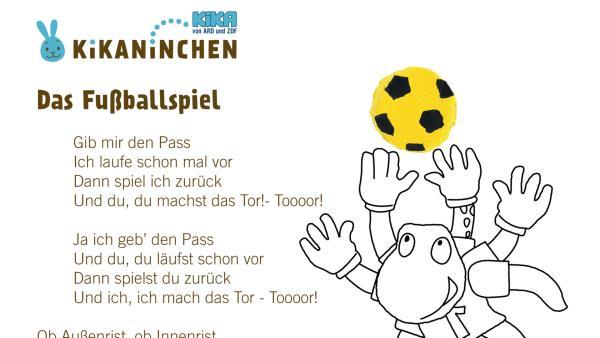 Kikaninchen spielt mit Anni und Christian Fußball auf dem Fußballplatz. Ob sie wohl auch ein Tor schießen?  | Rechte: KiKA