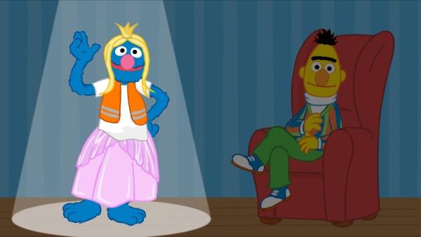 Grobi verkleidet als Prinzessin, Bert sitzt in einem Sessel daneben. | Rechte: Sesamstraße